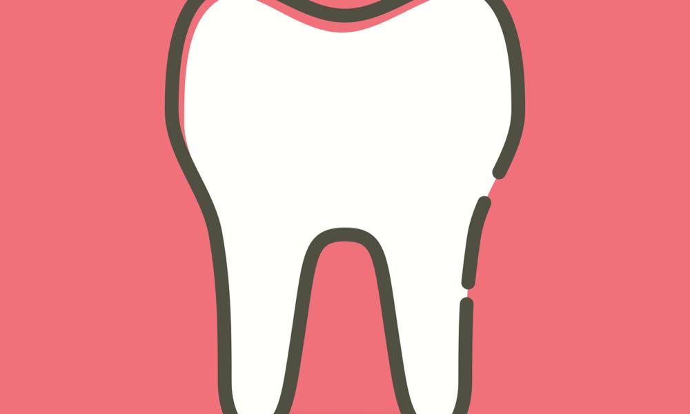 Prześliczne nienaganne zęby oraz doskonały prześliczny uśmieszek to powód do płenego uśmiechu.